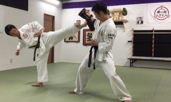 社会人26歳(左)高校生まで福岡県で錬心舘を学び、8年ぶりに川内支部で復帰!現在茶帯のため、黒帯を目標に頑張ってます。
