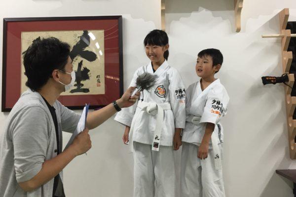 地元のラジオ局(FMさつませんだい)から取材され、子供たちは緊張しながらインタビューに答えていました。